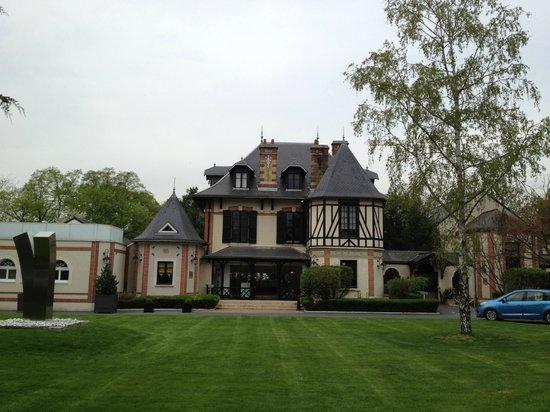 L'Assiette Champenoise: Hotel front view