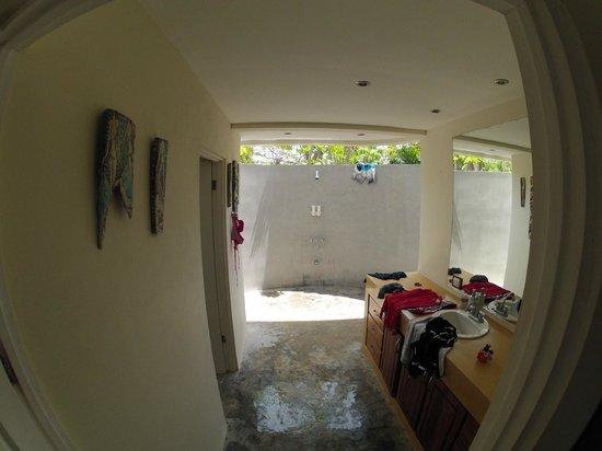 Pranamar Villas and Yoga Retreat: What a bathroom ;))