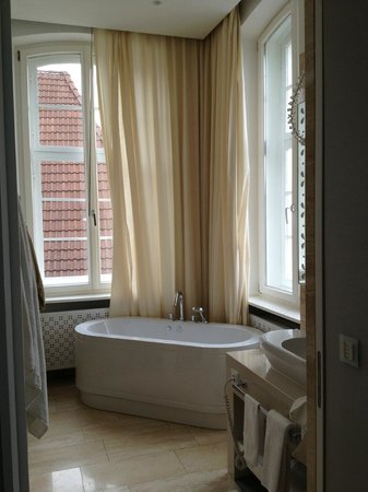 Hotel Ketschauer Hof: My lovely bathroom!!