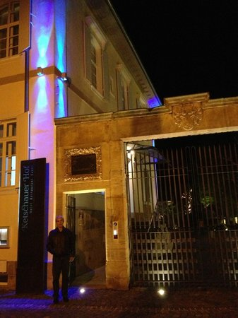 Hotel Ketschauer Hof: Front door at the hotel