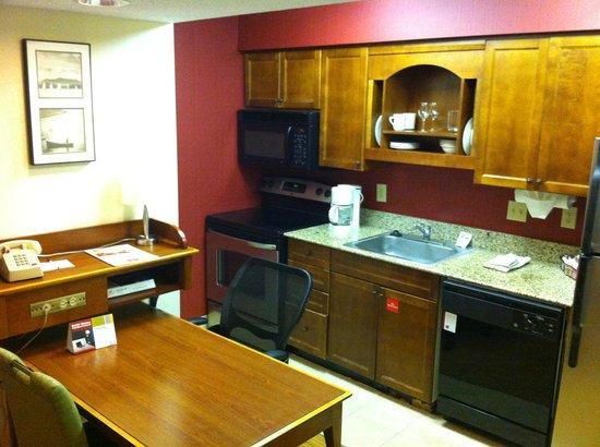 Residence Inn Raleigh Midtown: Kitchen