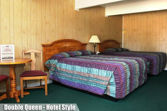 Ski Lift Lodge: Double Queen Hotel Style
