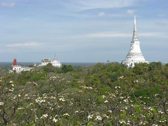 Phetchaburi, Thailand: White Chedi
