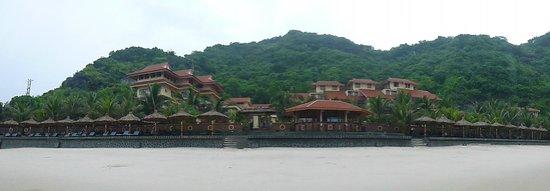 Catba Sunrise Resort : Blick auf das Resort vom Strand