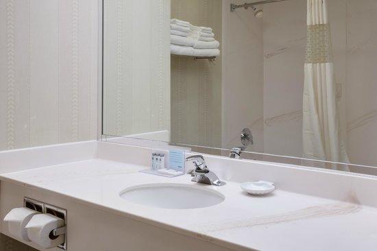 Hampton Inn Ft. Lauderdale-Commercial Blvd.: Bath Room