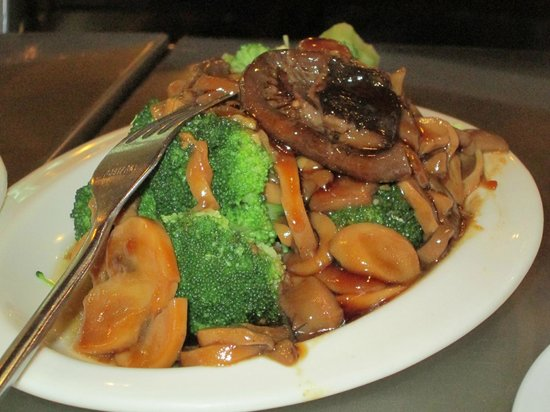 North Park: 3 Kinds Mushroom w/ Broccoli Flower in Oyster Sauce