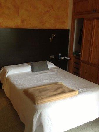 Apartments Flacalco Park: sehr kleines französisches Bett