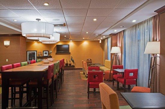 Hampton Inn Ft. Lauderdale-Commercial Blvd.: Lobby/Breakfast Area