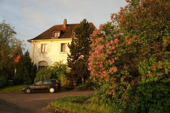 Hôtel Belle Vue: Das Bellevue Anfang Mai 2013.