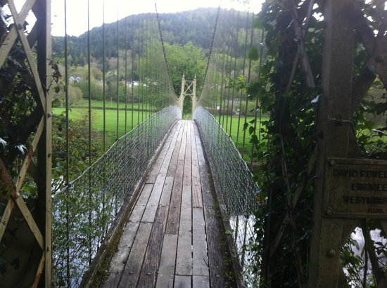Maes-y-Garth: bridge into town