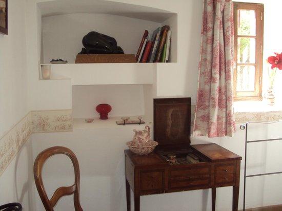 coiffeuse romantique picture of maner kozh arradon tripadvisor. Black Bedroom Furniture Sets. Home Design Ideas