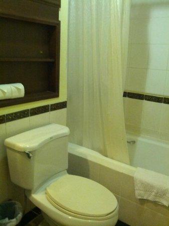 The Victory Executive Residence: Bathroom