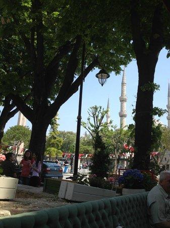 Optimist Hotel: Вид из ресторана отеля на Голубую мечеть