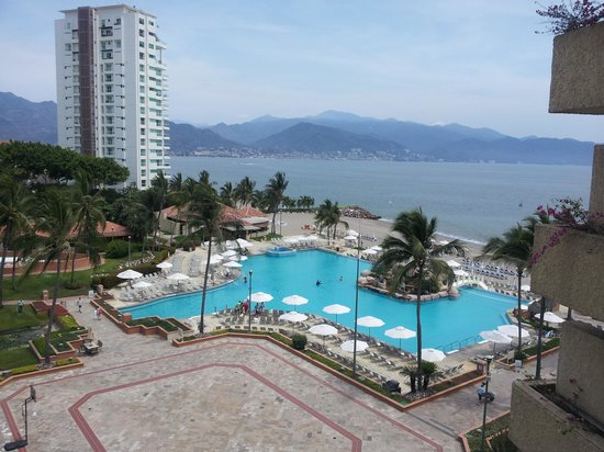 Marriott Puerto Vallarta Resort & Spa: Vista de la alberca y la bahía