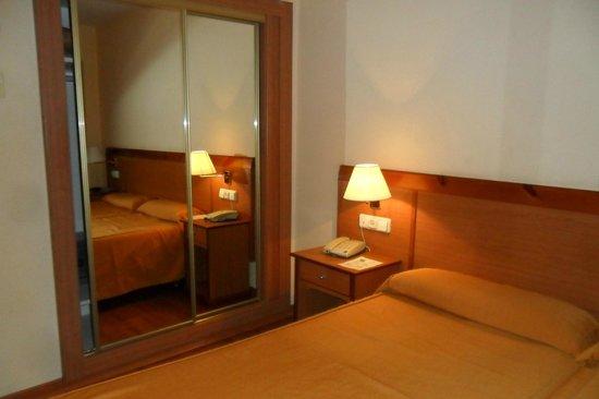 Roc Hotel Flamingo : Room 827