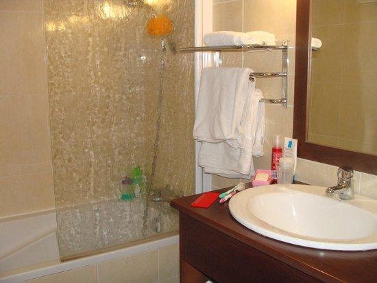 Mar i Cel Hotel : La salle de bain
