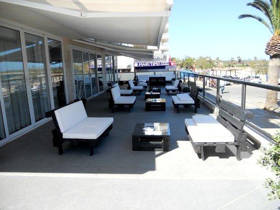 Hotel Som Fona: la terrasse de l'hôtel