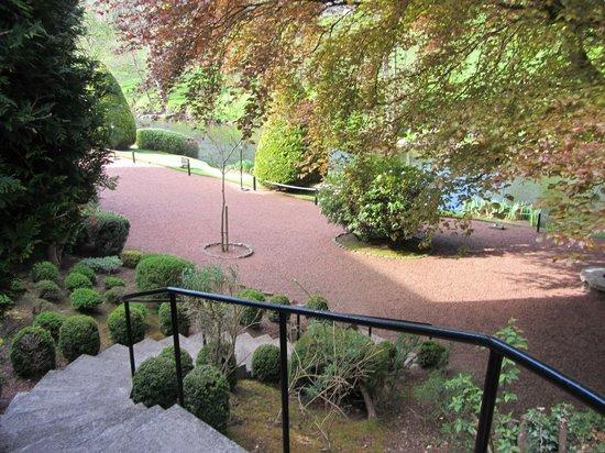 Brig O Doon Hotel: Steps down to rear garden