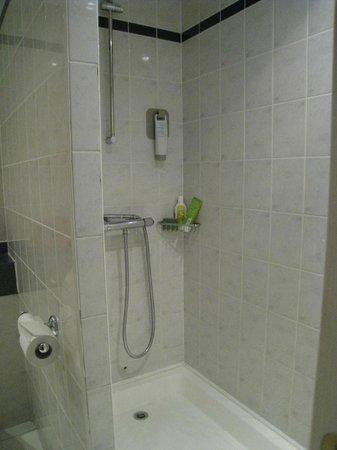 Ibis Lincoln: salle d'eau