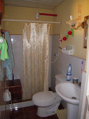 Hostal Antonio y Mary: the bathroom