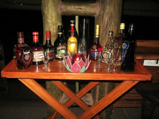 Victoria Falls Safari Club: Drinks tray available after dinner