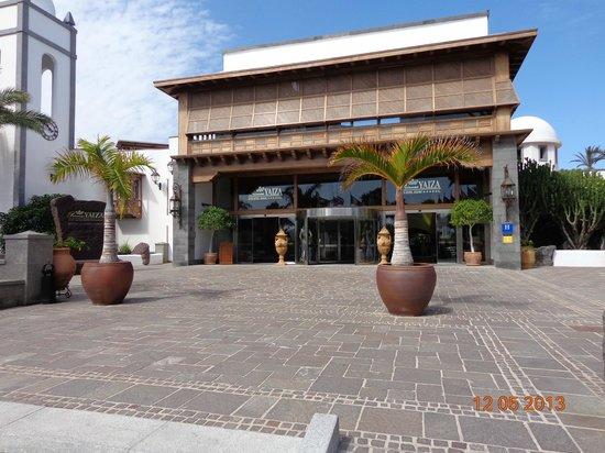 Princesa Yaiza Suite Hotel Resort: Entrada principal al hotel