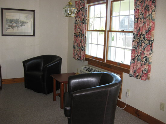 The Chatham Motel: Deluxe Sitting Area