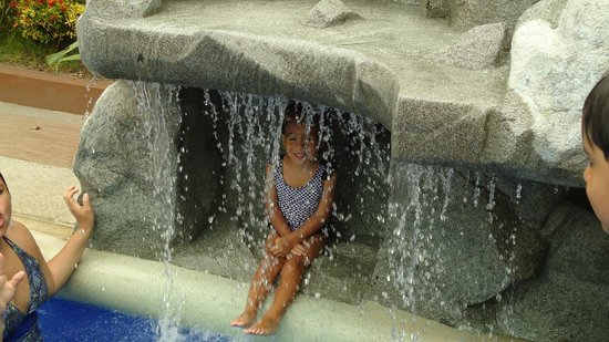 Balandra Hotel: Piscina y la cascada