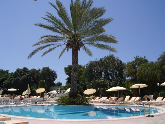 Febeach Hotel Side: A small part of one of the swimming pools