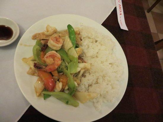 restaurant de famille, Long Hoa : Com Dia xao tom rao cai