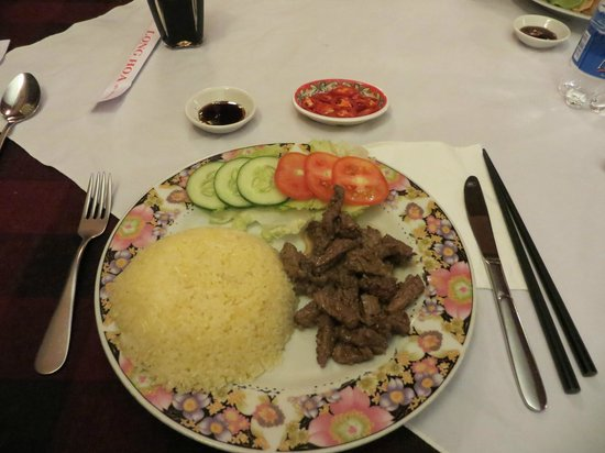 restaurant de famille, Long Hoa: Com Dia xao bit tet (beef steak) - tender pieces