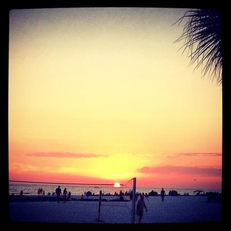 Salty's Tiki Bar : sunset @saltys!