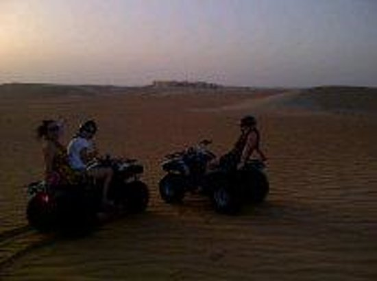 Tilal Liwa Hotel: Quad biking at sunset in Liwa Tilal