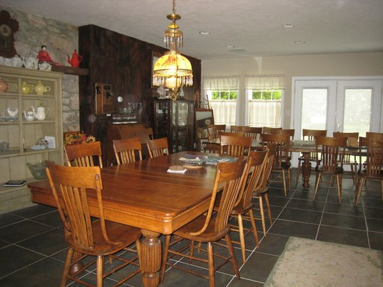 Newhart's Iron Horse Inn : Family Dining Room - Main House