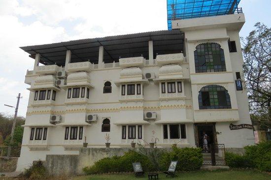 Hotel Sargam Sadan: Vue exterieure de l'hôtel