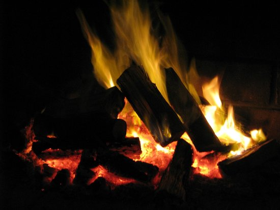 Barrydale Watercourt Lodge : Fireplace