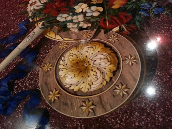 Museo Opificio delle Pietre Dure: Close up of detail on one of the tables in museum.