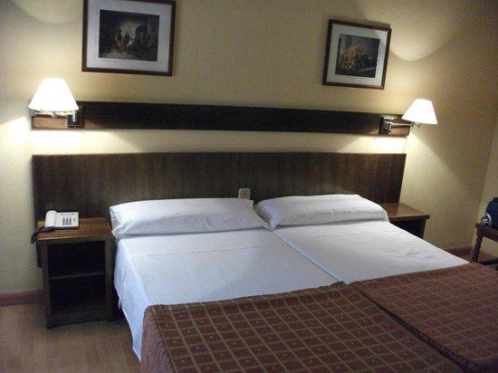 Hotel Alcazar : Colchones viejos.