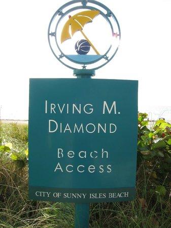 Residences at Intracoastal Yacht Club: Ingang nabij gelegen strand.