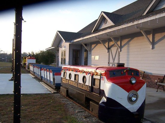 Veterans Memorial Railroad: Red/White/Blue Train