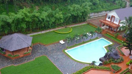 Damsan Hotel: Garten mit Pool