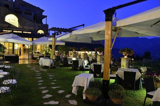 Il Flauto di Pan: tavoli sul giardino