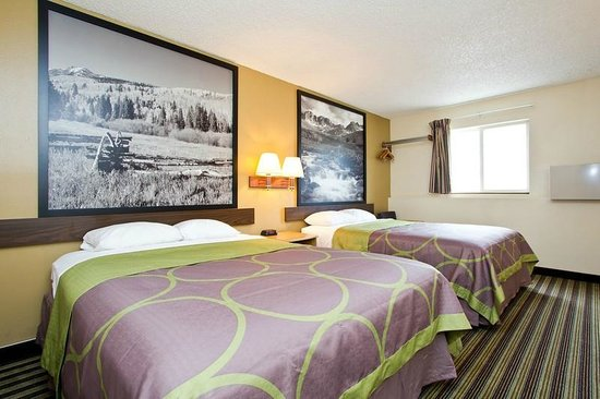 Travelodge Loveland/Fort Collins Area: Standard room with 2 Queen beds.