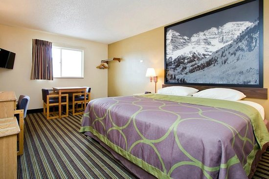 Travelodge Loveland/Fort Collins Area: Standard room with 1 King bed