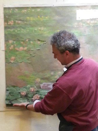 I Mosaici Di Lastrucci: Artist holding a piece of the Waterlilies against the model painting