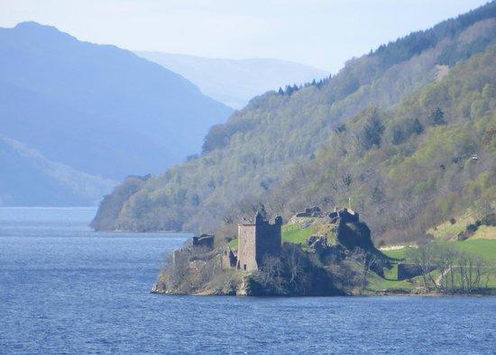 Kimcraigan B&B: Urquhart Castle Loch Ness, 5 min. drive from the B&B