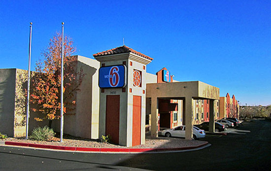 Motel 6 Santa Fe Central: Outside
