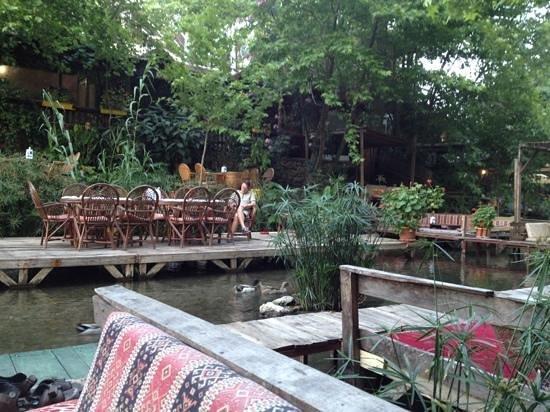 Arikanda River Garden Restaurant: One of the tables