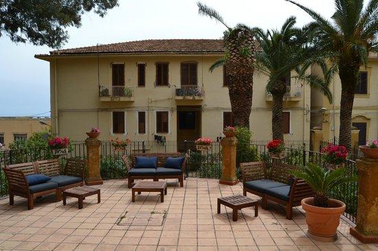 Terrazza B&B Villa Pirandello con vista mare