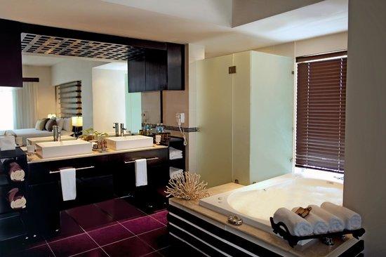 Azul Beach Resort The Fives Playa Del Carmen: One Bedroom Suite Bathroom